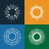 Солнце разрывает значки вектора установленные винтажной руки нарисованной как sunbursts Стоковые Изображения