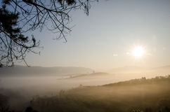 Солнце светя на ландшафте горы Стоковое Фото