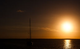 Заходящее солнце плавания Стоковое Изображение RF
