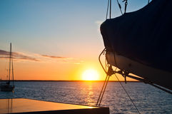 Заходящее солнце плавания Стоковое Фото