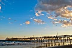 Солнце устанавливая о пристани вишни стоковая фотография rf