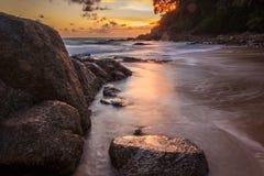 Солнце установило на пляж surin Стоковое Изображение