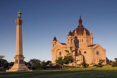 Солнце утра на соборе St Paul. St Paul, Минесота, США стоковая фотография rf