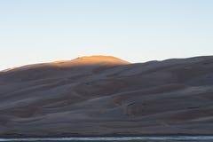 Солнце ударяя песчанные дюны Стоковая Фотография RF