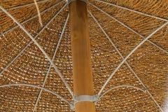 Соломенная крыша зонтика пляжа Стоковое Фото