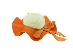Соломенная шляпа с коричневой лентой Стоковая Фотография RF