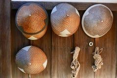 Соломенные шляпы вне виска Стоковые Фото