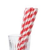 Соломы яркого eco дружелюбные striped бумажные в стекле Стоковая Фотография
