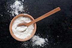 Соль и ложка стоковые фотографии rf