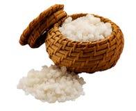 Соль моря в корзине Стоковые Фото