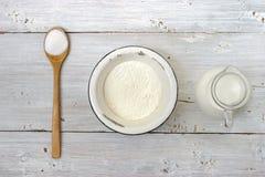 Соль, мука и кувшин молока на белой таблице Стоковые Изображения RF