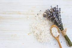 Соль для принятия ванны лаванды Стоковое Фото
