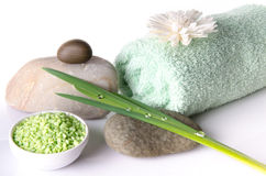 Соль для принятия ванны с полотенцем Стоковое фото RF