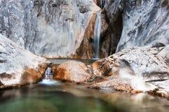 Соль de Brull водопада, река de Sant Aniol, Sadernes, Cata Стоковые Изображения RF