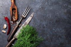 соль rosemary перца листьев трав чеснока cardamon залива spices ваниль Стоковое Изображение