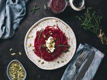 Спагетти бураков и тимиана с семенем тыквы стоковое фото rf