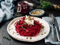 Спагетти бураков и тимиана с семенем тыквы стоковые фотографии rf
