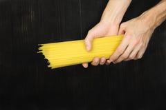 Спагетти в положении квартиры рук Стоковое Фото