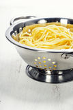 Спагетти в дуршлаге Стоковая Фотография
