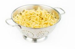 Спагетти в дуршлаге Стоковые Фотографии RF