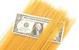Спагетти доллара на белой предпосылке Стоковая Фотография RF