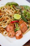 Спагетти и горячая сосиска. Стоковые Изображения