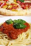 Спагетти и пицца Стоковая Фотография RF