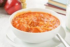 Спагетти и фрикадельки ребенк стоковая фотография rf