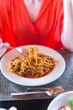 Спагетти Ла Bolognese в белой плите стоковое изображение