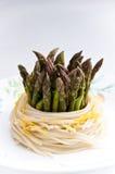 спагетти макаронных изделия спаржи Стоковые Фото