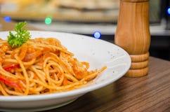 Спагетти с кусками цыпленка Стоковое фото RF