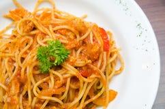 Спагетти с кусками цыпленка Стоковая Фотография