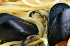 Спагетти с мидиями стоковые фотографии rf