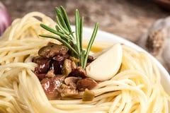 Спагетти с соусом. Натуральные продукты Стоковая Фотография