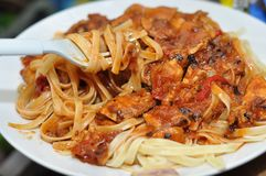 Спагетти с соусом цыпленка Стоковые Изображения RF
