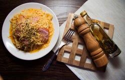 Спагетти с соусом яичка Стоковое фото RF