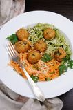 Спагетти с сыром и фрикадельками Стоковое Изображение RF