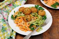 Спагетти с сыром и фрикадельками Стоковое Изображение