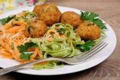 Спагетти с сыром и фрикадельками Стоковые Изображения RF