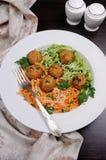 Спагетти с сыром и фрикадельками Стоковое Фото
