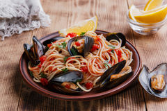 Спагетти с устрицей мидий Стоковые Изображения