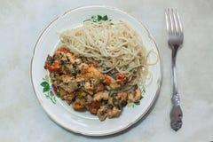 Спагетти с цыпленком Стоковая Фотография