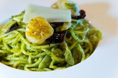 Спагетти с pesto соуса Стоковое фото RF