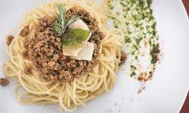 Спагетти bolognese с пармезаном 12 Стоковые Фотографии RF