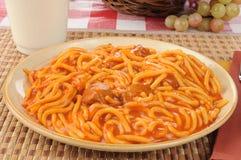 спагетти meatballs s детей стоковая фотография