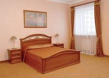 Спальня в розовых тонах Современные классики стоковая фотография rf