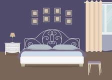 Спальня в фиолетовом цвете Стоковое фото RF