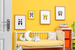 Спальня младенца с изображениями животных Стоковые Фотографии RF