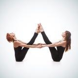 Спаренная йога на голубой предпосылке Стоковая Фотография
