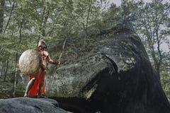Спартанский ратник в древесинах стоковое изображение
